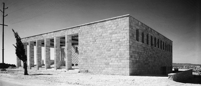 The Museum building on Mount Scopus upon the completion of construction (1941). The Hebrew University Photo Archives.