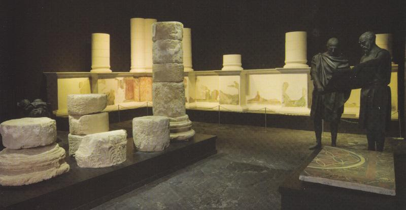 Original frescoes and columns from the Northern Palace and a mosaic floor fragment from the Western Palace. 1st century BCE (photo: Courtesy of the Israel National Parks Authority)
