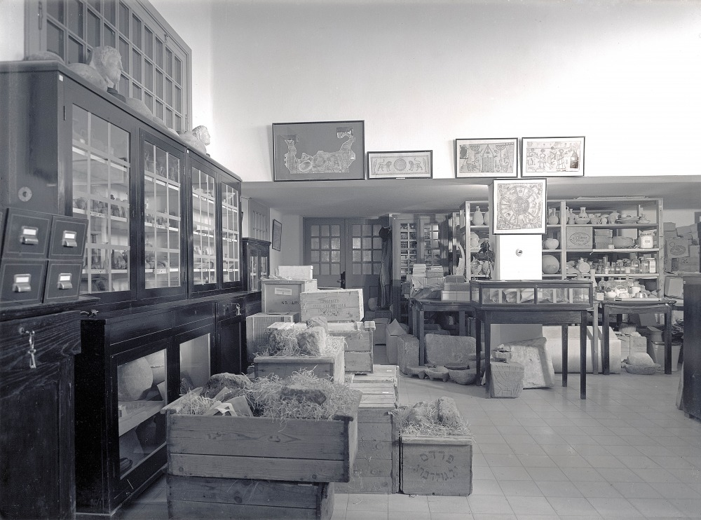 The Archaeological Collections Hall before the move to the Museum building (1930's),  (The Hebrew University Photo Archives).
