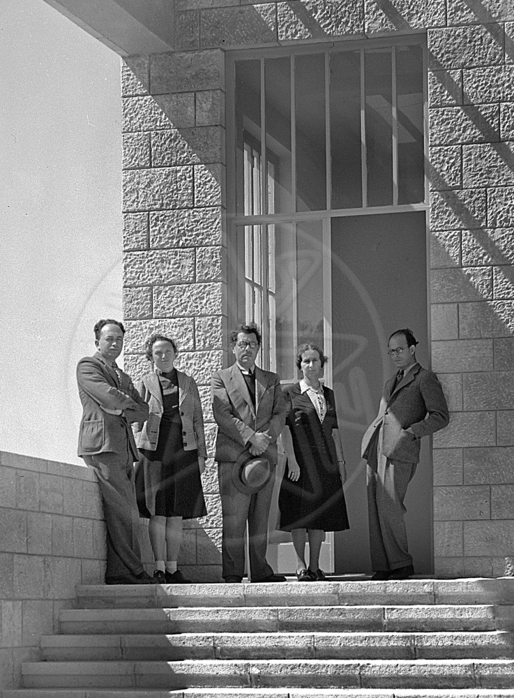 Staff of the Museum for Jewish Antiquities at the entrance to the building. From r. to l.: Zeev Ben-Zvi, Stella Ben-Dor, Eleazar Lipa Sukenik, Ruth Amiran, Nahman Avigad, April 1941 (photo by A. Malawsky, The Hebrew University Photo Archives).