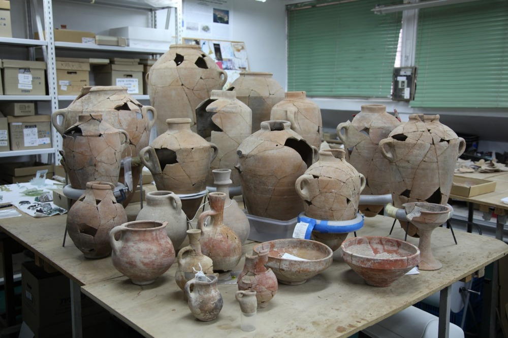 Jars from the beginning of the 10th century BCE (photo: Kyle Keimer)
